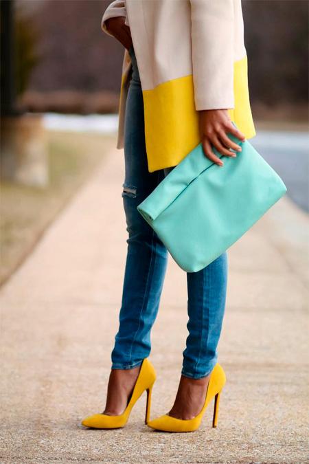 Як підібрати взуття до джинсів жінці. Особливості статури і вибір ... cffdc2e88981f