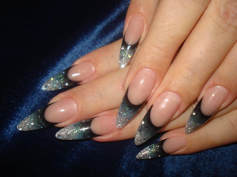 Маникюр острые ногти с блестками